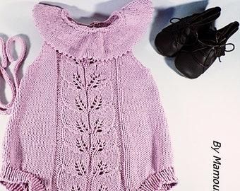 Barboteuse bébé rétro vintage (6-9  mois) tricotée main avec un fil hyper doux coton mérinos point fantaisie feuilles et son col rose