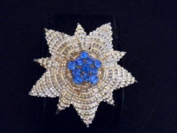 Vintage Pretty Blue Rhinestone & Pale Goldtone Textured Star  brooch