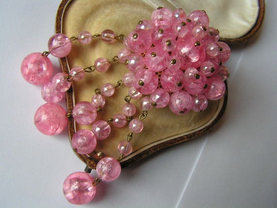 Beautiful vintage gold metal trembler brooch with pink lucite stones