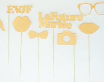 The set consists of 8 photobooth accessories for bachelorette party - peach