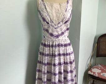 Vintage 1950's dress / 50s cotton dress / sleeveless lilac floral dress
