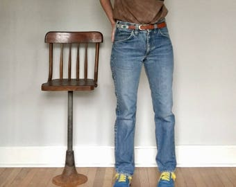Vintage Lee Rider jeans// 80's mid rise boyfriend cut grunge distressed faded blue vintage// Size 28 x 30 4 5 6 US