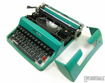 MINT! OLIVETTI LETTERA 32 1973,  Olivetti typewriter, vintage typewriter, portable typewriter, polish typewriter,polish keyboard