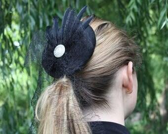 Fascinator steampunk black, feathers, large loop from veil