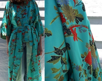 Authentic Japanese Kimono / Vintage Kimono / 1970's Kimono / Silk Kimono