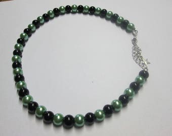 Green and black satin glass beads necklace