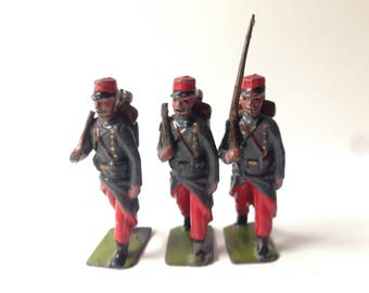 Britains Toy Soldiers Set #141  French infantry of the Line 3 piece set No Box