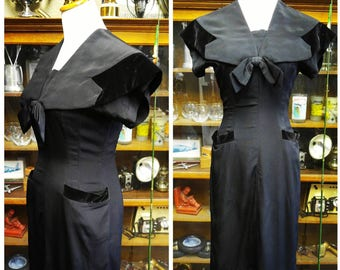 Clearance *** Gorgeous Vintage Sailor style dress with Velvet accents