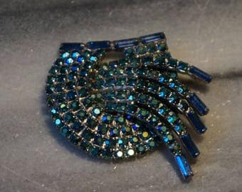 Spectacular, vintage large brooch with emerald  blue rhinestones, 1960