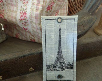 """Labeled as """"vintage newspaper and monument"""" metal 7.2 x 3.6 cm"""