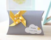 Boîte à dragées moulin à vent et nuage, coloris gris et jaune