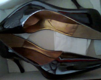 Beautiful Kitten Heel Patent Leather Shoes - unworn Made By Mandolin (Italy)