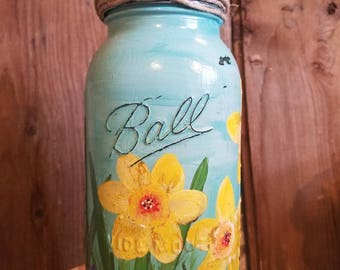 Flower primitive farmhouse candle holder.Beautiful handpainted spring time candleholder.Ball jar candle holder