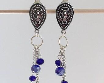 Boucles d'oreilles bohème chic en métal argenté et cristal bleu