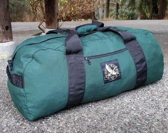 "EDDIE BAUER (USA) Vintage Green Canvas Water Resistant Duffel Gym Bag. 30"" x 12"""