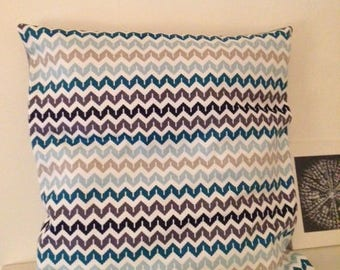 Geometric patterned pillow cover