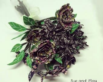 Gothic Flowers, 16 Fabric Flowers, 23 leaves and 10 stems, Displayed in a Thin Glass Jar, Perfect Gothic Halloween Decor