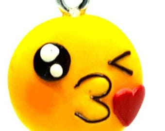 Cod SMILEP01 Keychain in the shape of a SMILE kiss in fimo