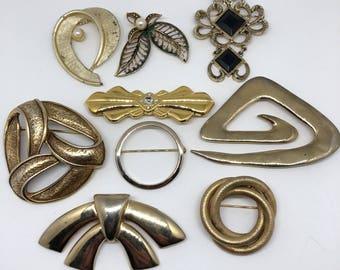 Vintage BROOCH Lot rhinestone Pearls Gold Tone finish costume jewelry Flower motifs jewelry rhinestone jewelry