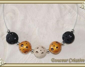 Black gold necklace beige gold pierced balls 103020