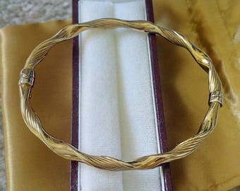 Bangle in 9ct Gold with twisted rope design.