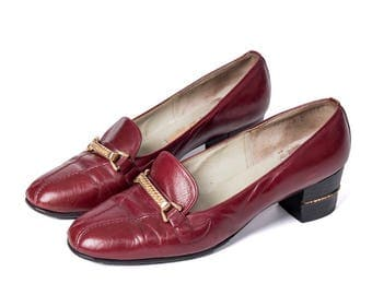 Amazing 1970's Gucci Stacked Heel with Gold Chain Embellishments Burgundy/Maroon Leather