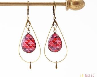 drop hoop earrings resin pink wavy pattern