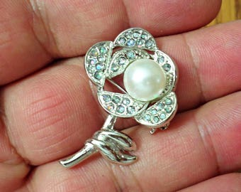 VINTAGE very nice Flower with Faux Pearl  Brooch /p3