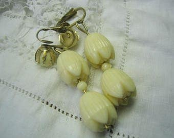 Vintage Dangling Celluloid Hawaiian Flower Earrings