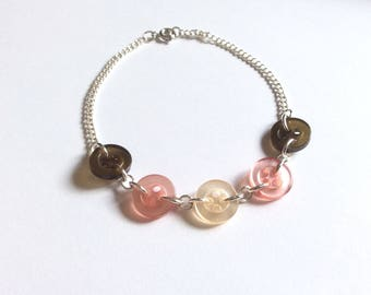 Bracelet khaki cream and dusty pink buttons upcycled and chain type curb chain