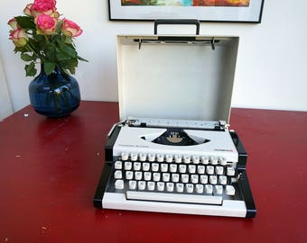 Vintage Olympia Traveller  Deluxe typewriter, Portable Typewriter, Working Typewriter, Manual Typewriter Mid Century Typewriter West German