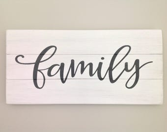 Family sign rustic white wood pallet sign chalk paint farmhouse decor housewarming gift wall art home decor white distressed sign