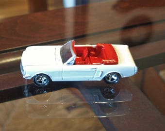 Johnny Lightning 1998 - 65 Mustang 1:64 Diecast Car
