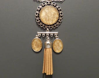 Baroque pendant keychain