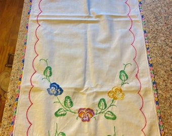 Table Runner / Embroidered Flowers