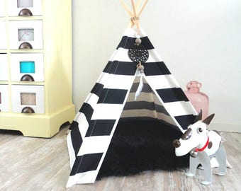 Pet teepee including pillow. Cat bed. Dog house. Tent. Black & white. Stripes
