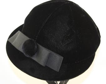MOD 1960's Black Velvet hat with Bow and Button Details