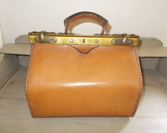 Authentic French Vintage Light Tan Thick Leather Gladstone Bag Doctor's Bag Sac de Medecin 1950's sturdy handle, satin interior, great cond.