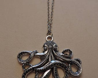 Jules Verne, 20 000 places under the sea necklace