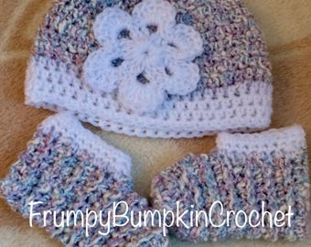 Newborn baby hat and booties with flower