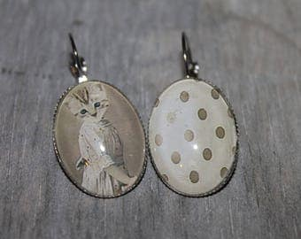 Pussycat - Sleepers oval earrings in silver tone metal.