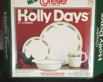 Vintage Unused Corelle Holly Days 16pc dinner set New In Opened Box