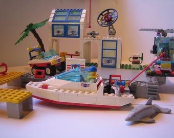 Hurricane Harbor (Coastguard) LEGO 6338. Vintage town Lego Year: 1995