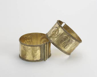 A pair of gold armlets Timor Indonesia 19 – 20th Century 8cm x 5cm
