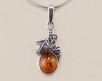 Amber and Vine Style Pendant Set in Silver