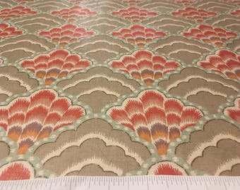 Vintage – 1981 Bloomcraft Luther Travis berry shell design on tan background