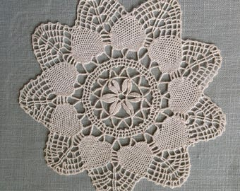 Vintage crocheted doily - star shape 18 cm