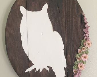 Owl Rustic Wall Sign with floral arrangement, Woodland Nursery, Girl Nursery