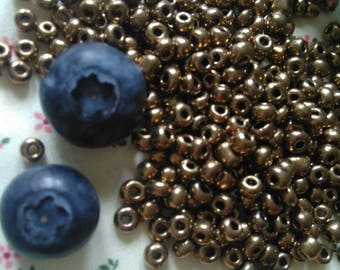 Glass seed beads Rocailles, BRONZE Colour, 10 grams. Size about 4mm in diametre 3mm thick, hole 1mm. Crafting & Jewelry making supply