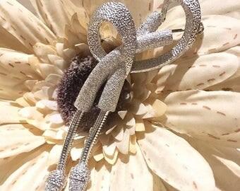 VINTAGE SPHINX - bow brooch